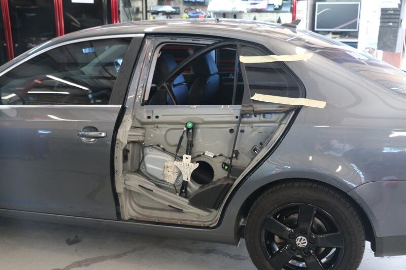 фото ремонт автомобильных дверей в смоленске